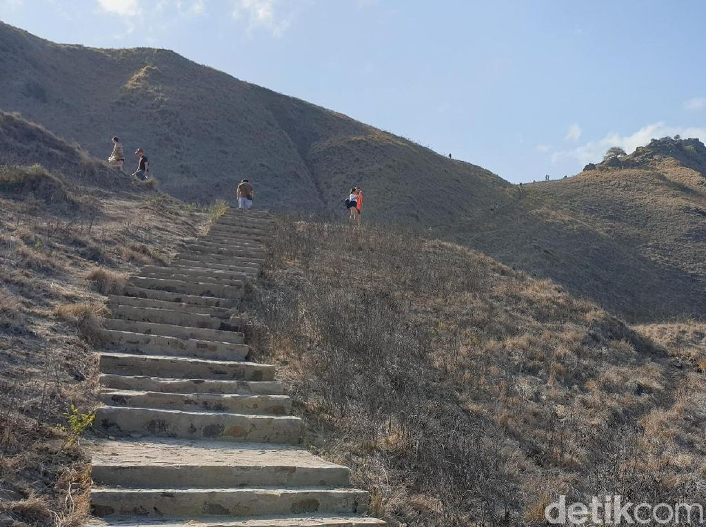 Tips Pendakian dan Eksplorasi Pulau Padar, Dijamin Bakal Puas!