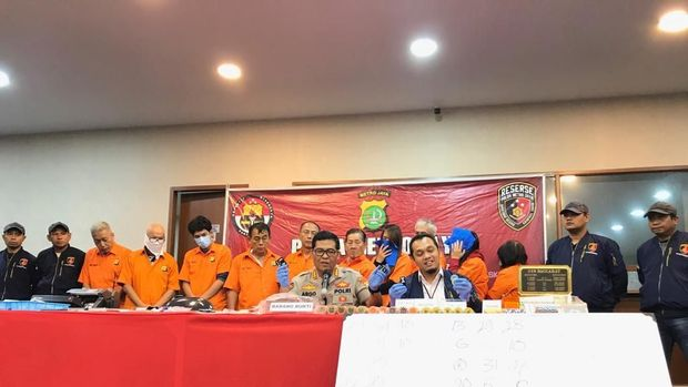 Polisi rilis perjudian di Apartemen Robinson Jakarta Utara.