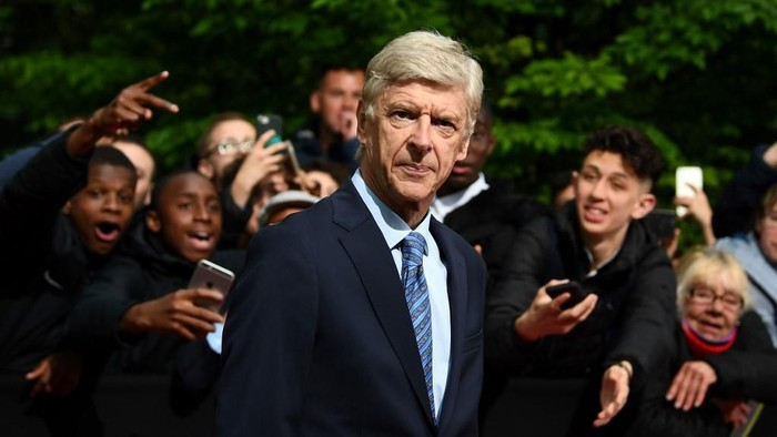 Former Arsenals head coach Arsene Wenger arrives to take part in a TV show on May 19, 2019 in Paris, as part of the 28th edition of the UNFP (French National Professional Football players Union) trophy ceremony. (Photo by FRANCK FIFE / AFP)