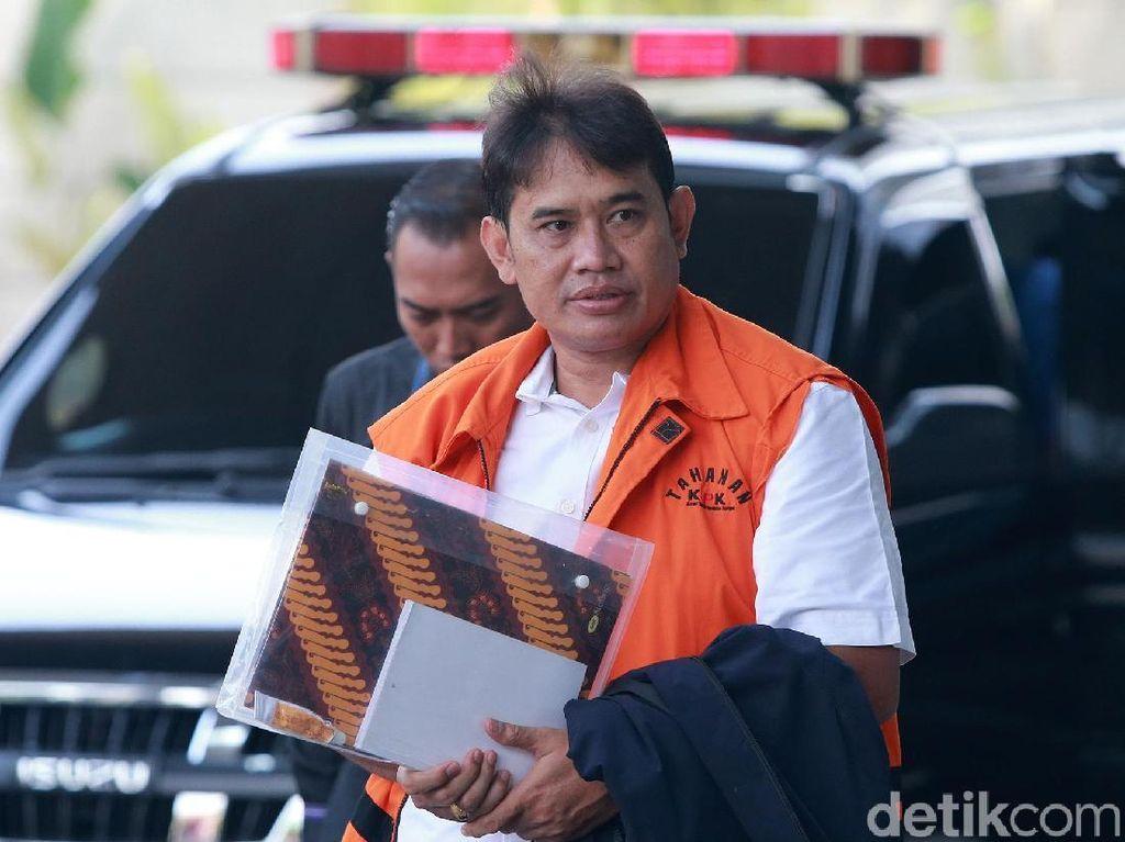 Berompi Tahanan, Direktur PTPN III Kembali Diperiksa KPK