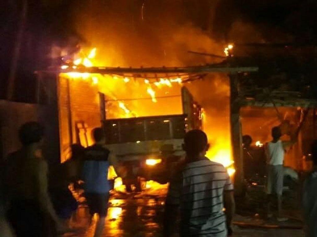 13 Rumah di Bagansiapiapi Terbakar, 2 Mayat Ditemukan Terpanggang