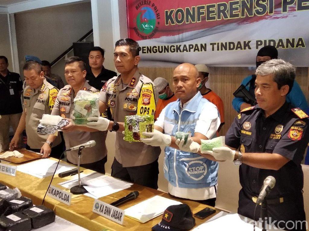 Kelompok Aceh Selundupkan Sabu Kemasan Teh di Atap Minibus