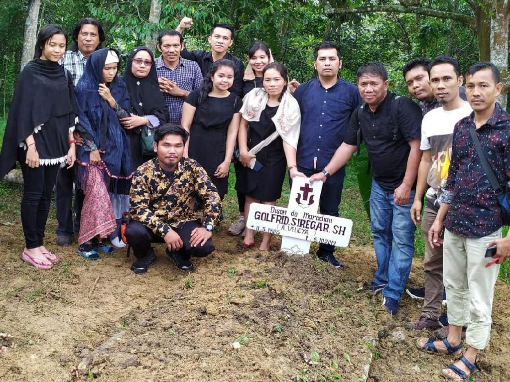 Jenazah Aktivis Walhi Golfrid Dimakamkan di Tiga Dolok Simalungun