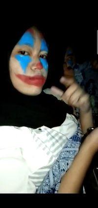 Cewek Hijab Bekasi Nonton Joker dengan Dandan Mirip Badut, Foto Lucunya Viral