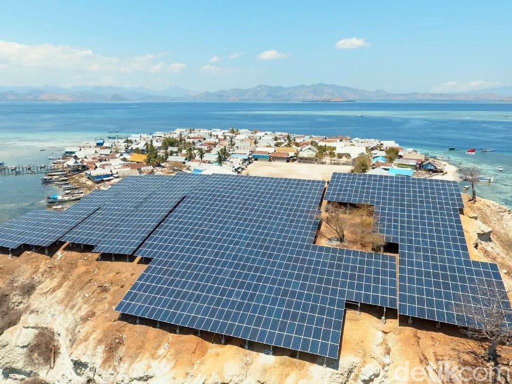 Penampakan PLTS yang Diresmikan Rini di Pulau Messa