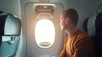Mau Duduk di Kursi Dekat Pintu Darurat Pesawat? Ini Syaratnya
