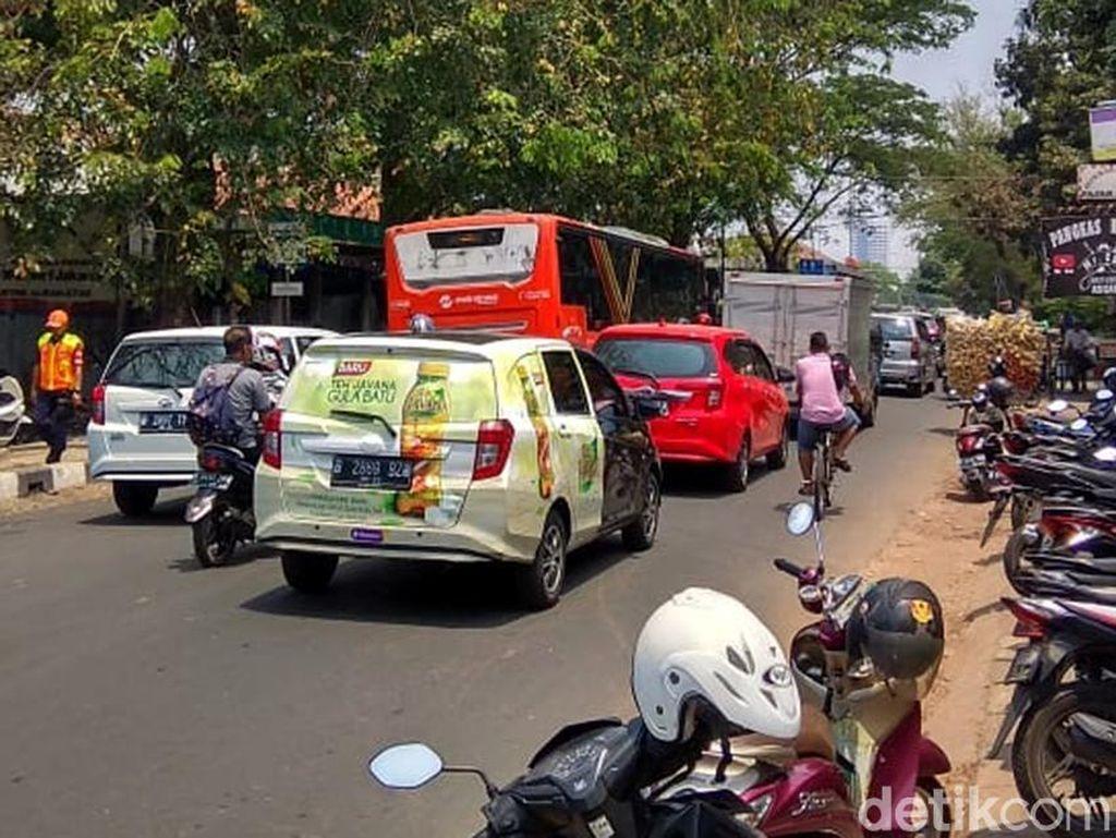 Potret Jalan Akses ke Stasiun Manggarai