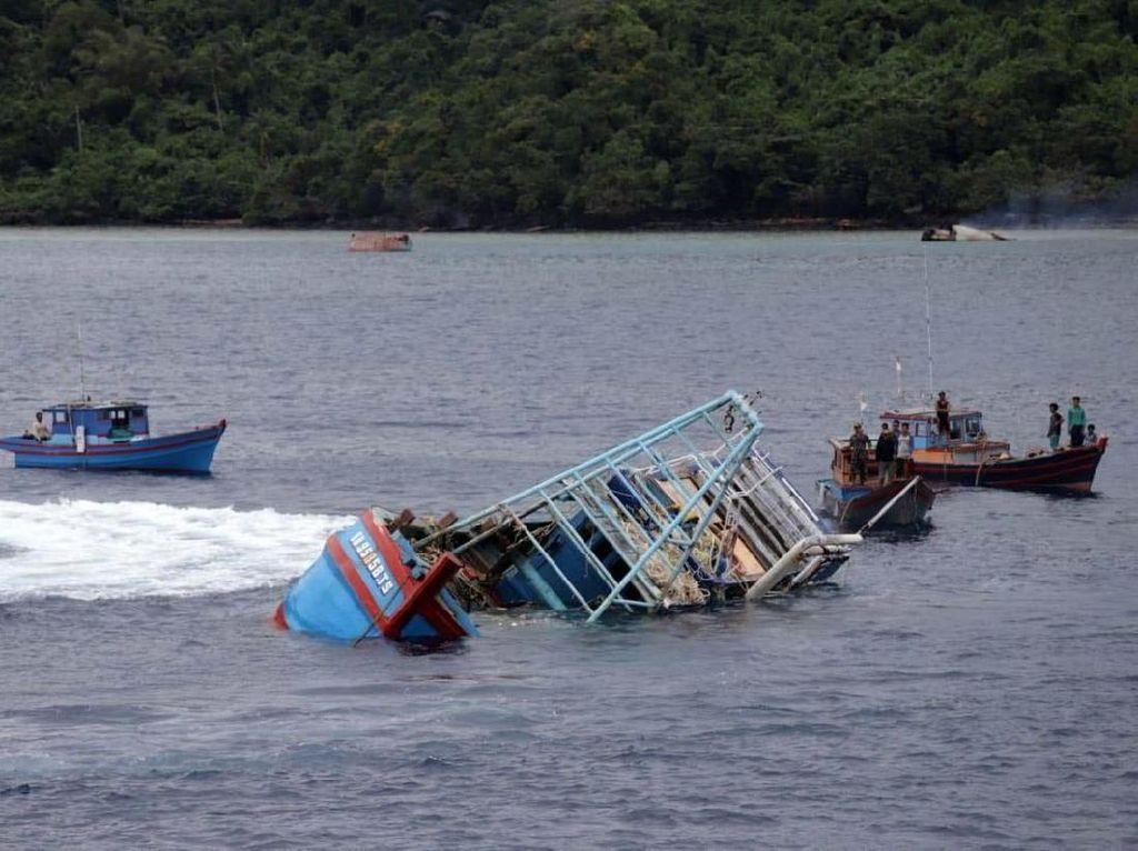 19 Kapal Maling Ikan Ditenggelamkan