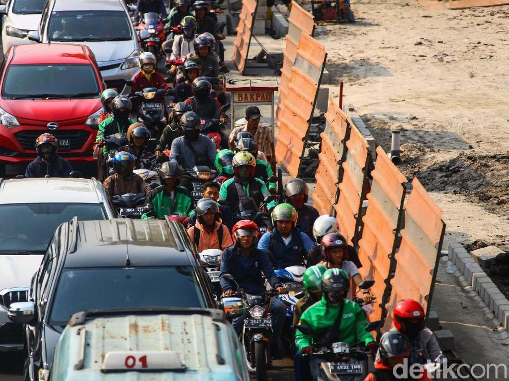 Polemik Pelebaran Trotoar di Jakarta