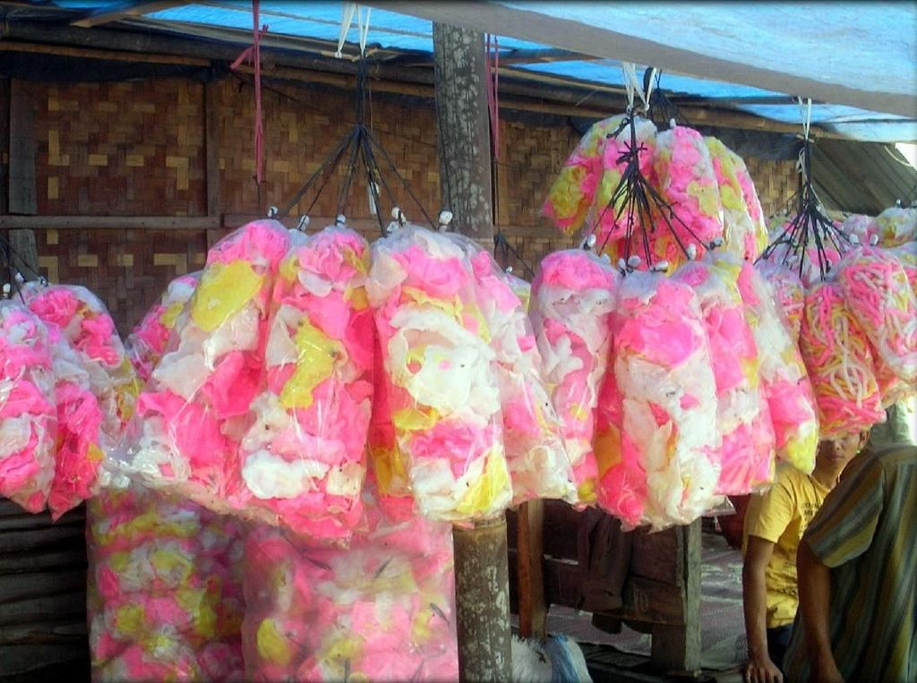 Kerupuk Melarat hingga Kerupuk Gendar, Camilan Kampung yang Gurih Enak