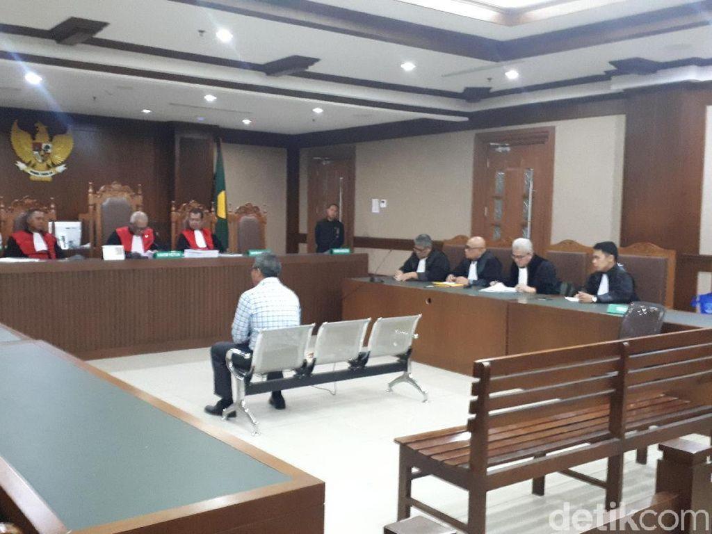 Sabet Hakim Saat Sidang, Pengacara TW Didakwa Pasal Penganiayaan