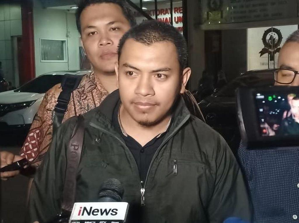 Dicecar 18 Pertanyaan, Munarman Ditanya soal WA Tersangka Penganiayaan Ninoy