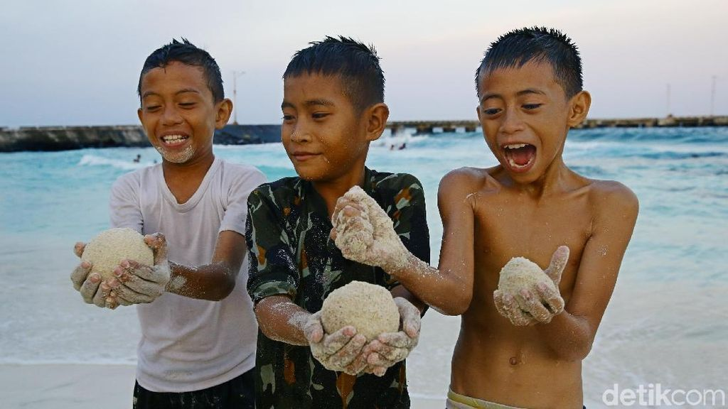 Potret Anak-anak Miangas yang Ceria dan Bersemangat