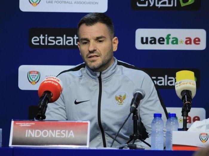 Pelatih Timnas Indonesia, Simon McMenemy, menilai Uni Emirat Arab tantangan besar. (Foto: dok.PSSI)