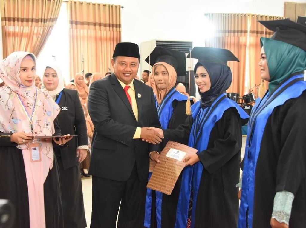 Wagub Uu Harap Lulusan STIKES Muhammadiyah Berkontribusi Bangun Jabar
