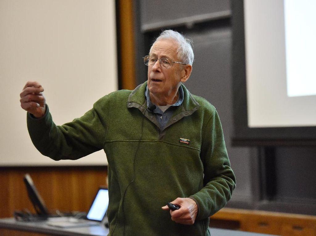 Pemenang Nobel Fisika Sibak Misteri Evolusi Alam Semesta