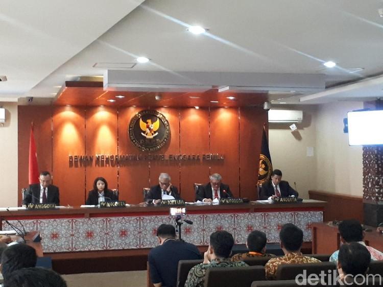 Bikin Kacau Pencoblosan Pilpres 2019, Ketua-Anggota KPU Batam Disanksi