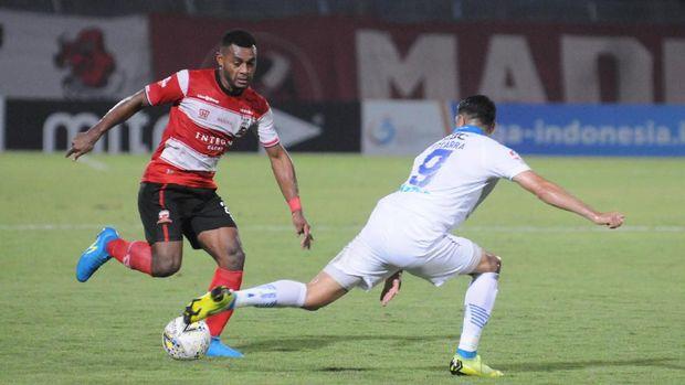 Persib kalah 1-2 di kandang Madura United.