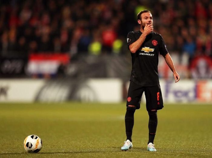 Pemain Manchester United, Juan Mata, menilai sepakbola sekarang ini jauh lebbih kompetitif. (Foto: Naomi Baker/Getty Images)