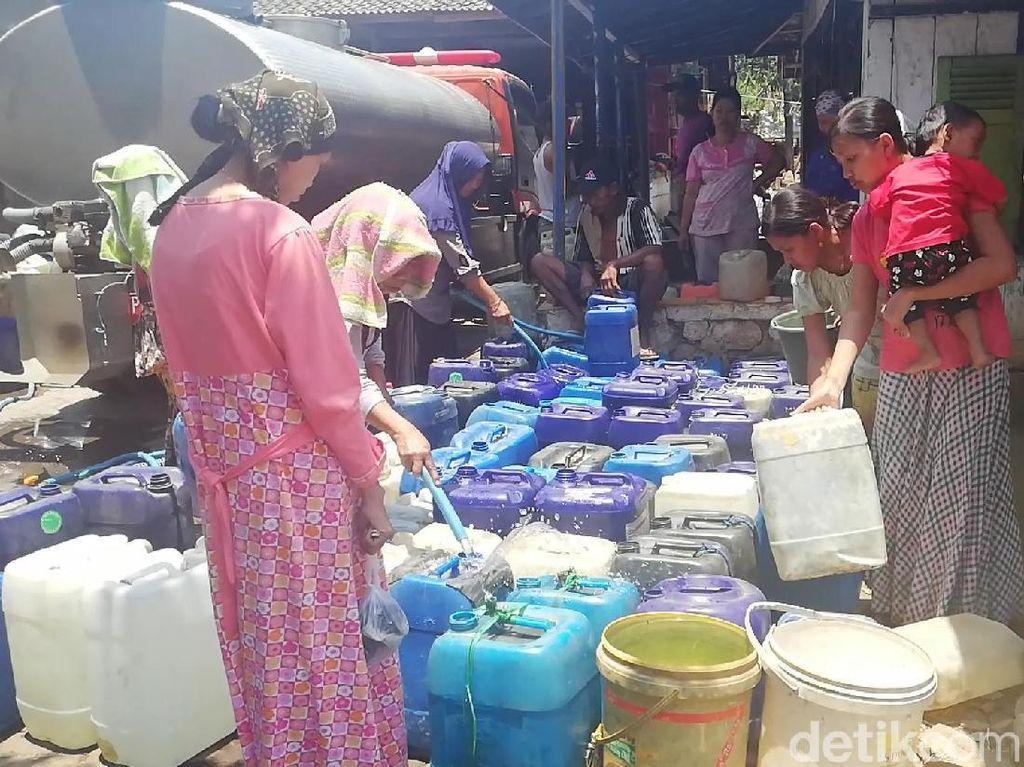 Suplai Tak Mencukupi, Warga Pasuruan Terpaksa Beli Air Bersih
