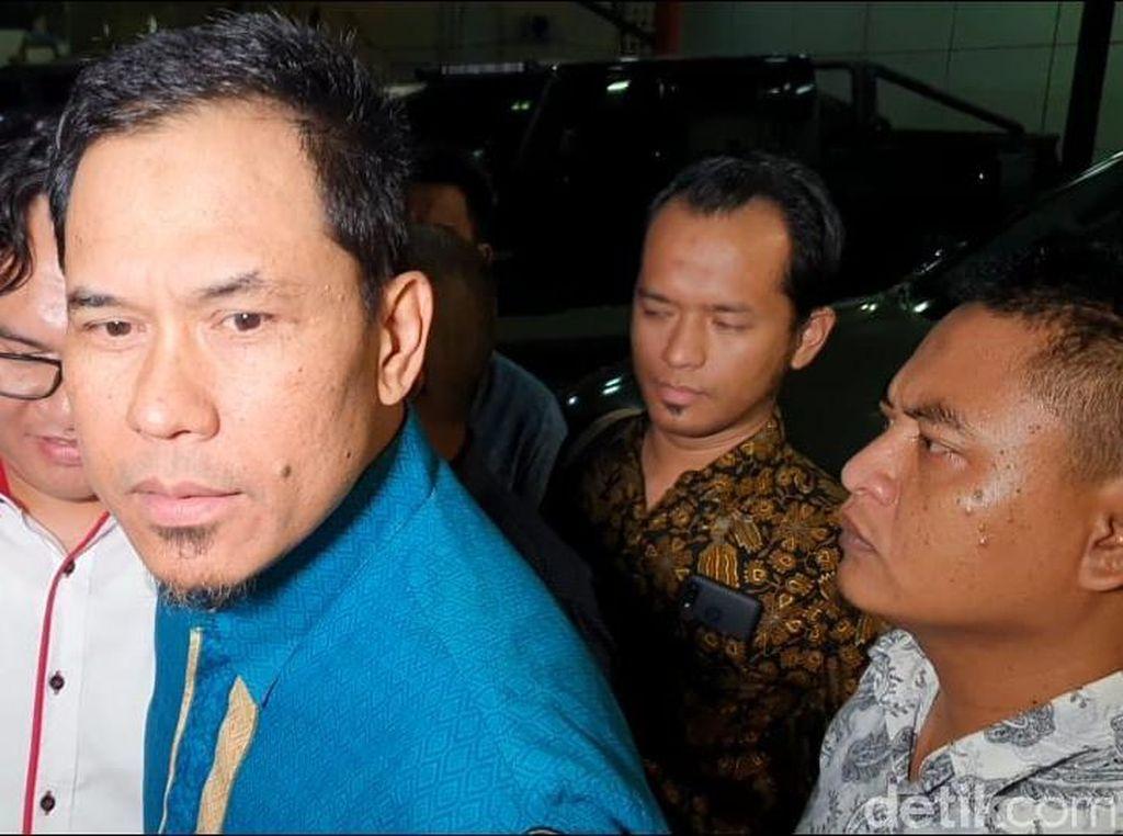 Pemeriksaan Usai, Munarman Dicecar soal CCTV