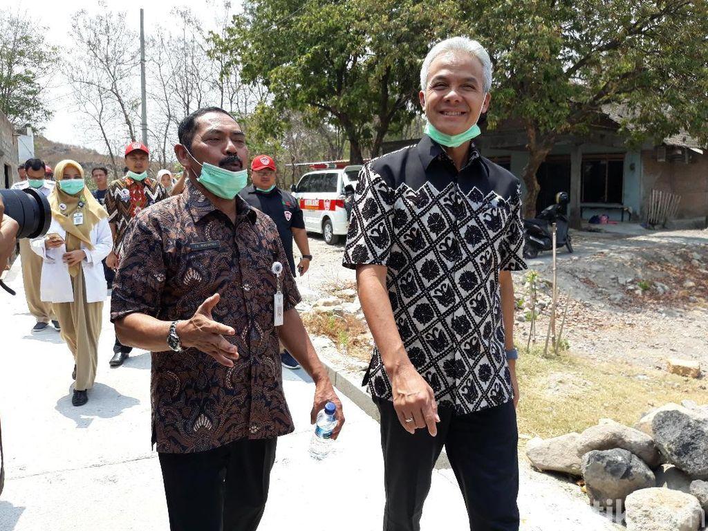 Gubernur Ganjar Cek Kondisi Warga Korban Asap TPA Putri Cempo Solo