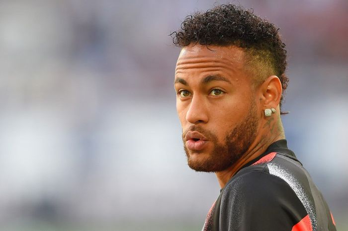 Paris Saint-Germains Brazilian forward Neymar is seen ahead of the French L1 football match between Girondins de Bordeaux and Paris Saint-Germain (PSG) on September 28, 2019 in Bordeaux. (Photo by NICOLAS TUCAT / AFP)