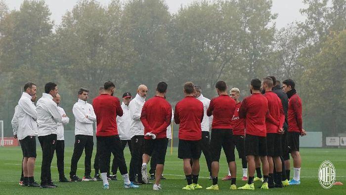 Stefano Pioli akhirnya terpilih sebagai pelatih baru AC Milan. Pioli dikontrak hingga 2021 (Instagram @acmilan)