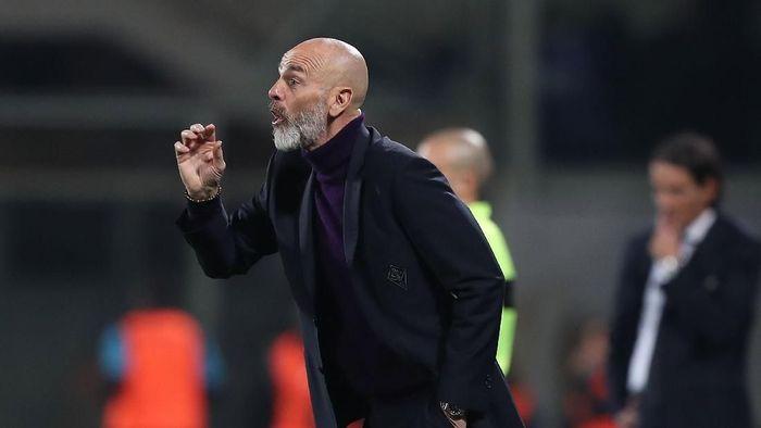 Stefano Pioli jadi pelatih baru AC Milan di tengah penolakan suporternya sendiri (Gabriele Maltinti/Getty Images)