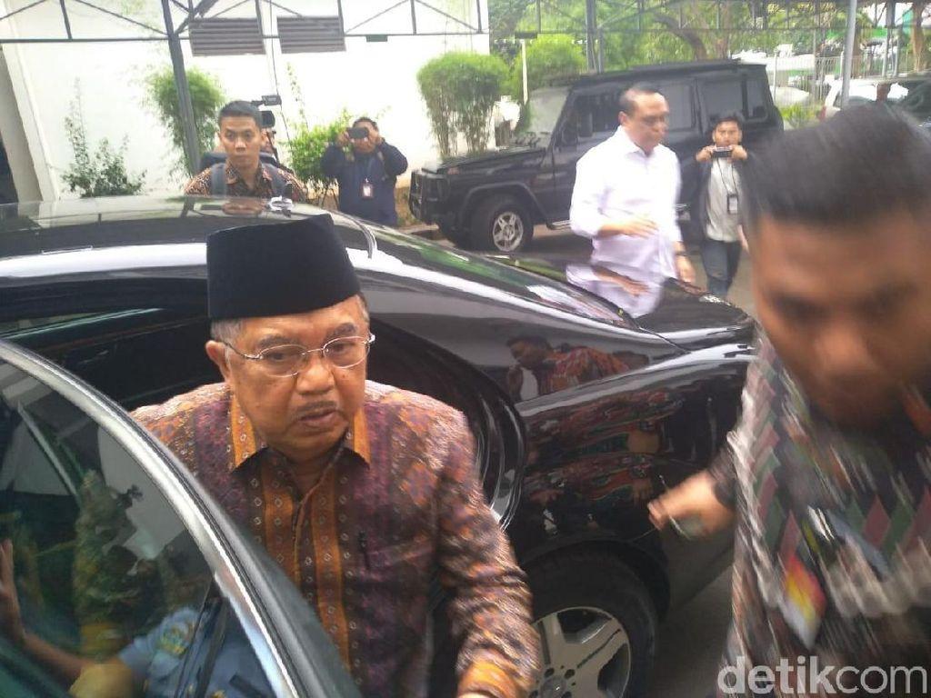 JK Besuk Wiranto di RSPAD Gatot Soebroto