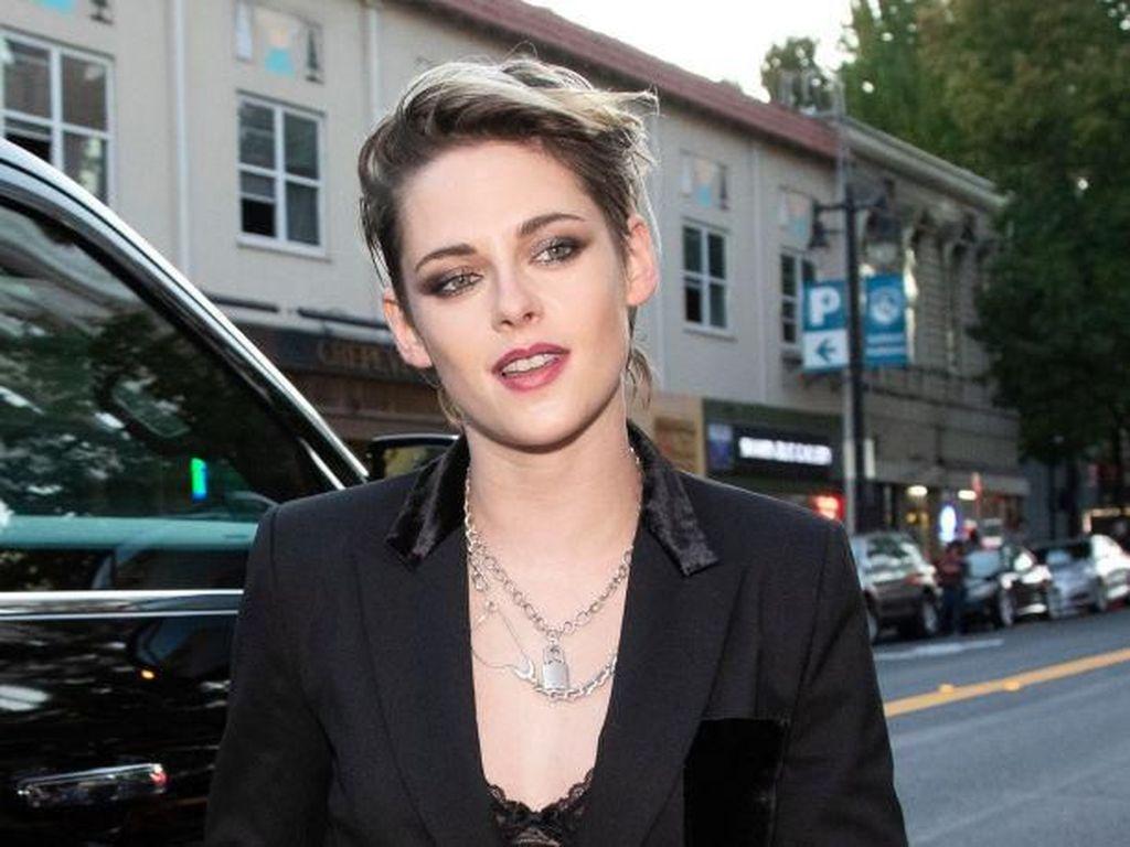 Kristen Stewart Bicara soal Robert Pattinson dan Penyuka Sesama Jenis