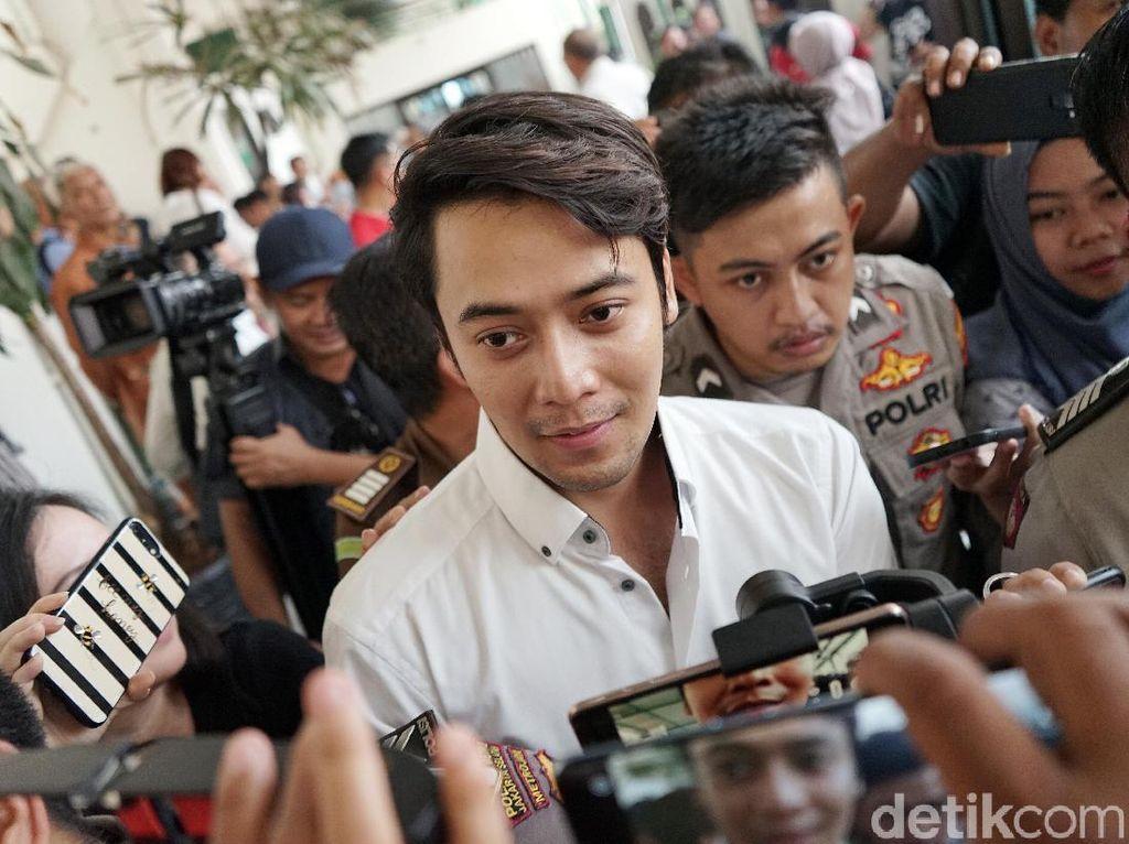 Aktor Kriss Hatta Hadapi Sidang Tuntutan Kasus Penganiayaan Hari Ini