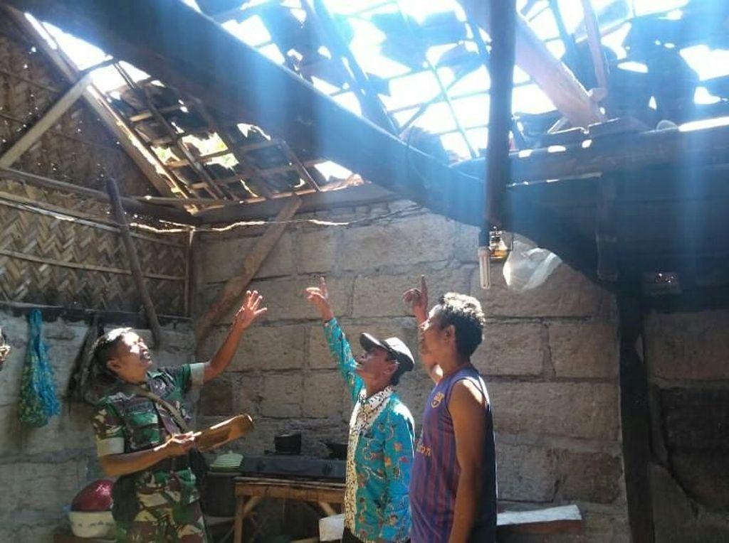 Angin Kencang Rusak 3 Rumah dan 2 Kandang Ternak di Situbondo