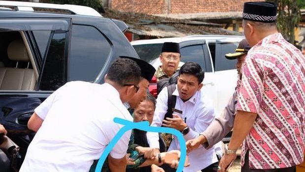 Wiranto ditusuk orang tak dikenal