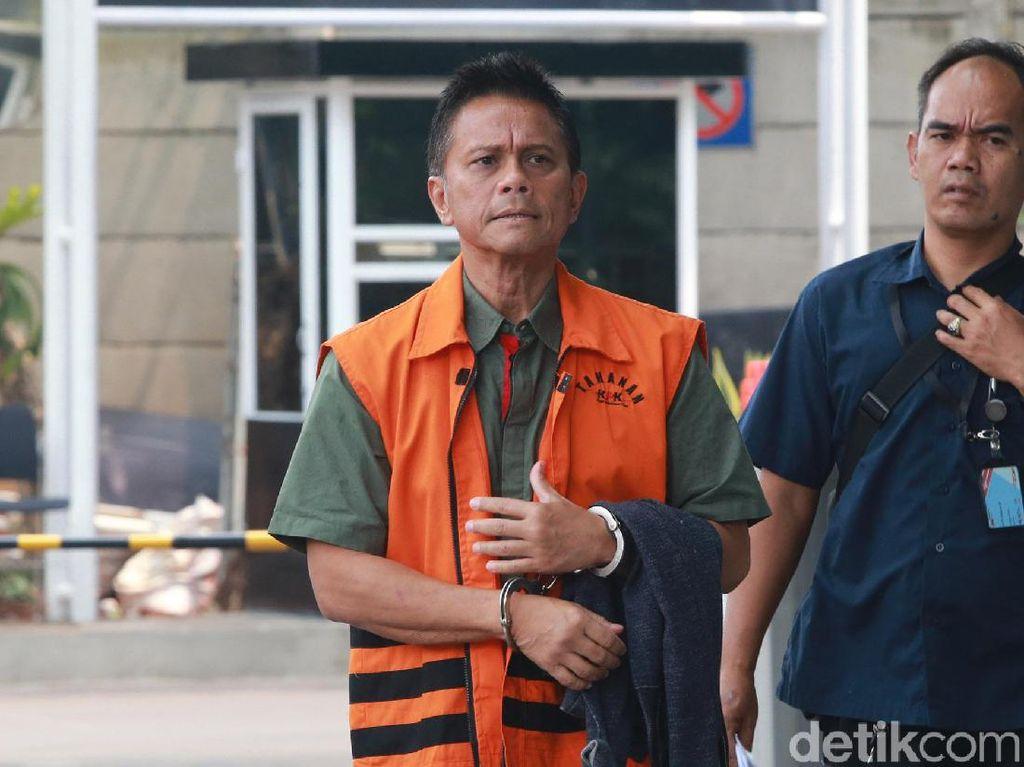 Momen Tangan Soetikno Diborgol dan Pakai Baju Tahanan