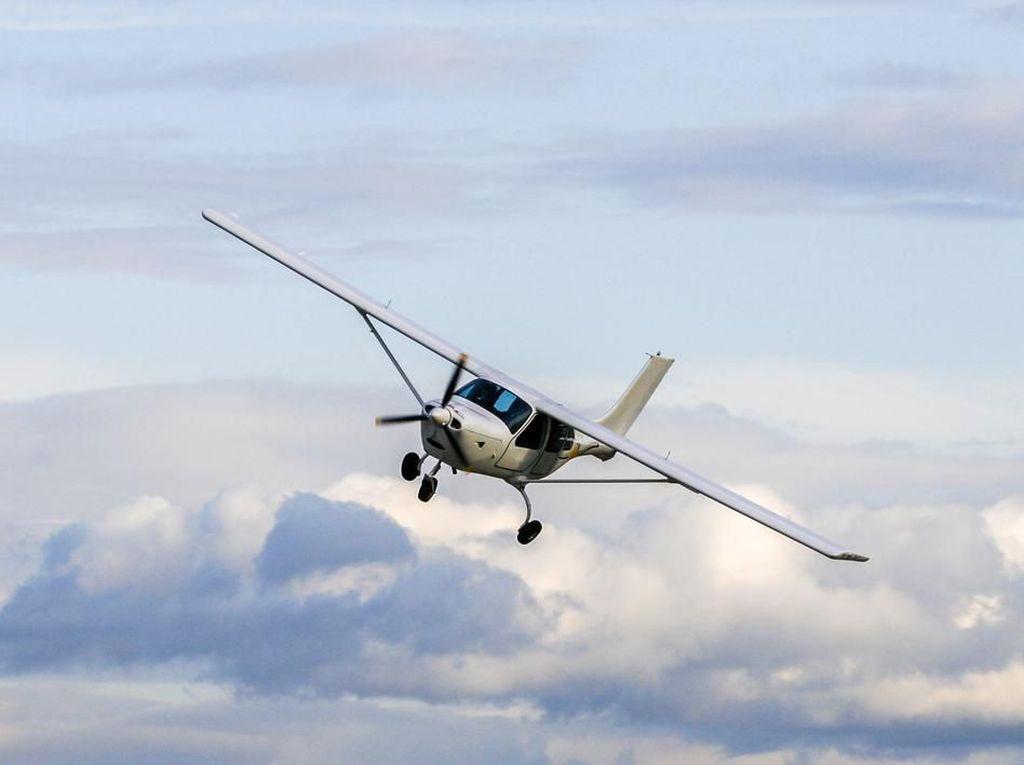 Pesawat Tabrak Kabel Lift Ski, Pilot dan Penumpang Selamat