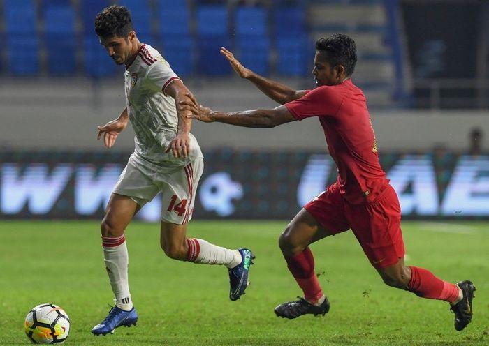 Indonesia bertanding melawan Uni Emirat Arab dalam laga Kualifikasi Piala Dunia 2022 di Al Maktoum Stadium, Kamis (10/10/2019) malam WIB. Dok. AFP/KARIM SAHIB.
