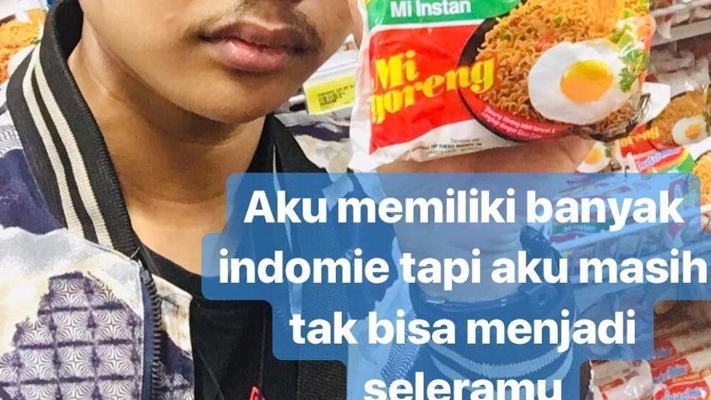 Potret Kelakuan Konyol Pria Bucin yang Pose di Supermarket
