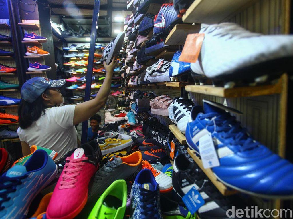 Jurus Pemerintah Selamatkan Pabrik Sepatu dari Ganasnya Corona