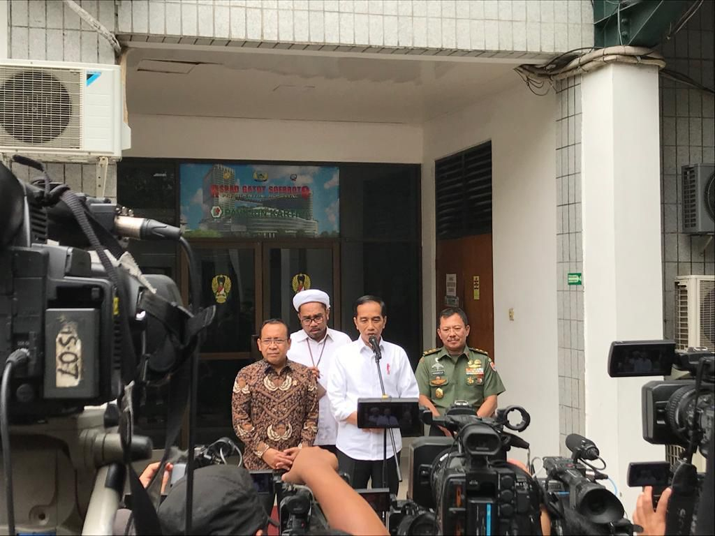 Dijenguk Jokowi, Wiranto Curhat Mau Ratas Lagi