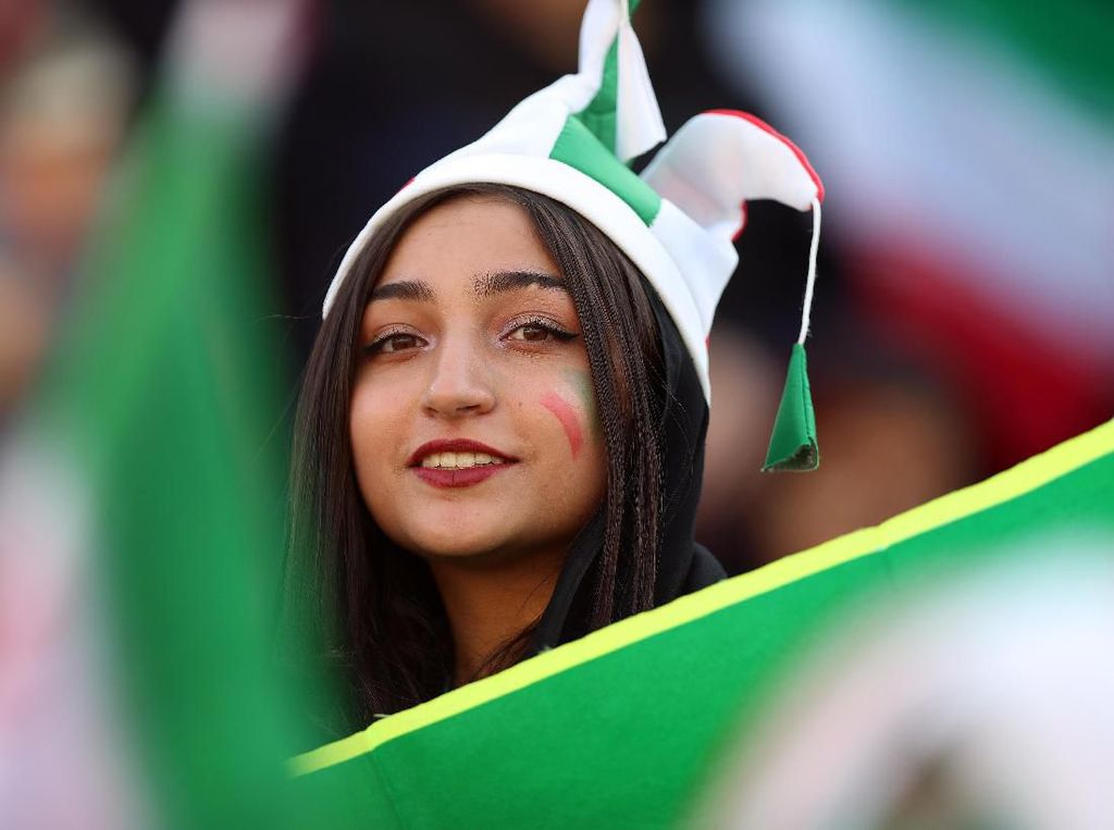 Ketika Perempuan Iran Merdeka di Dalam Stadion Sepakbola