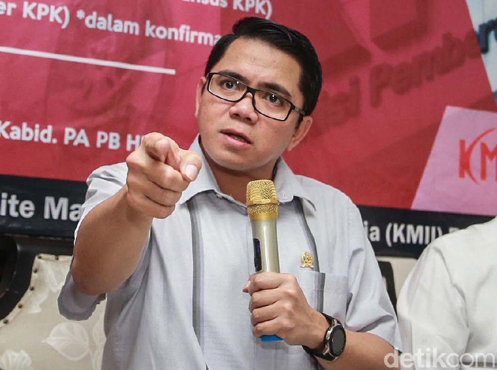 Ekspresi Arteria Dahlan Saat Kritisi KPK