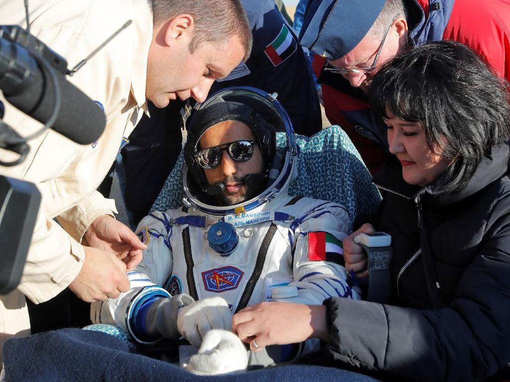 Momen Kembalinya Astronot Arab Usai Lihat Bumi Bulat