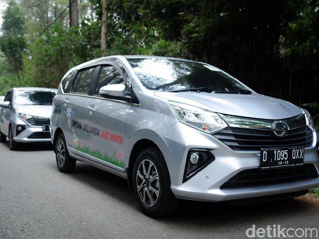 Jalan-jalan di Bandung, Enaknya Naik Mobil Matic atau Manual Ya?