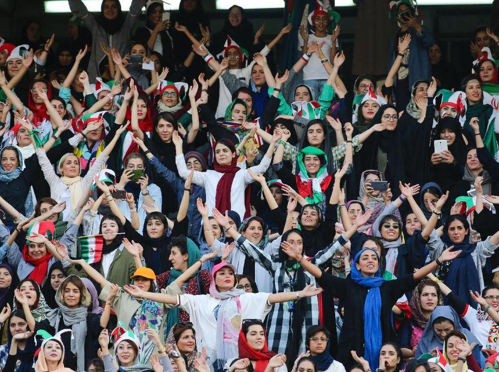 Pertama Kali Disaksikan Langsung Perempuan Sejak 1979, Iran Pesta 14 Gol