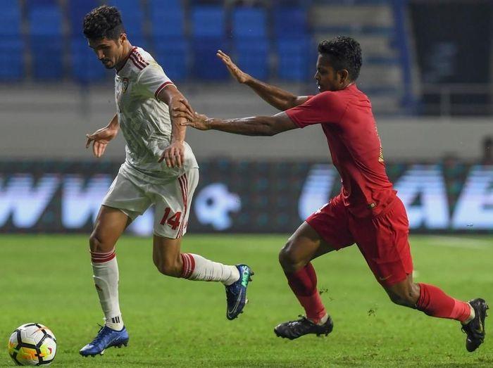 Timnas Indonesia minim ancaman saat melawan Uni Emirat Arab. (Foto: AFP/Karim Sahib)
