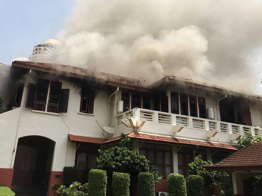 Video Penampakan Amukan Api di KBRI Bangkok
