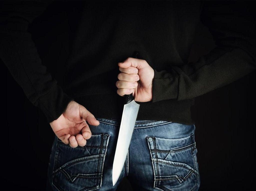 Pria Bandung Tusuk Mati Teman, Polisi: Sakit Hati Dihina Buta Huruf