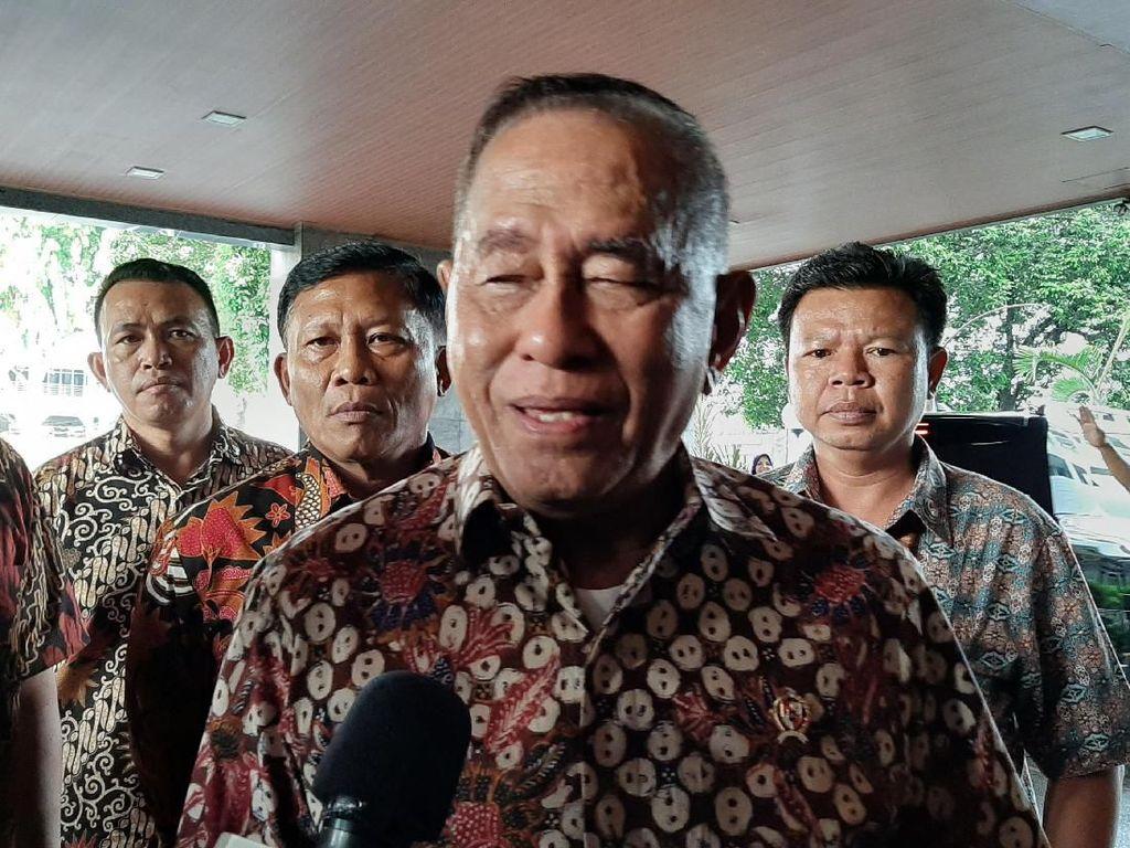 Menhan Jenguk Wiranto: Senior Saya Orang Baik, Pasti Sembuh