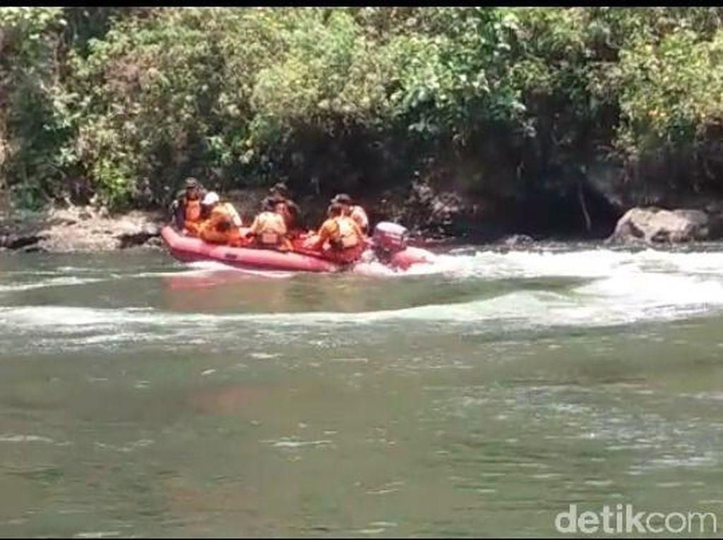 Tim Sar Temukan Mayat Warga Malang yang Tenggelam di Sungai Brantas